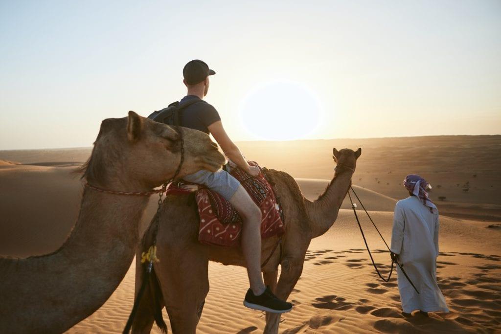 кататься на верблюде